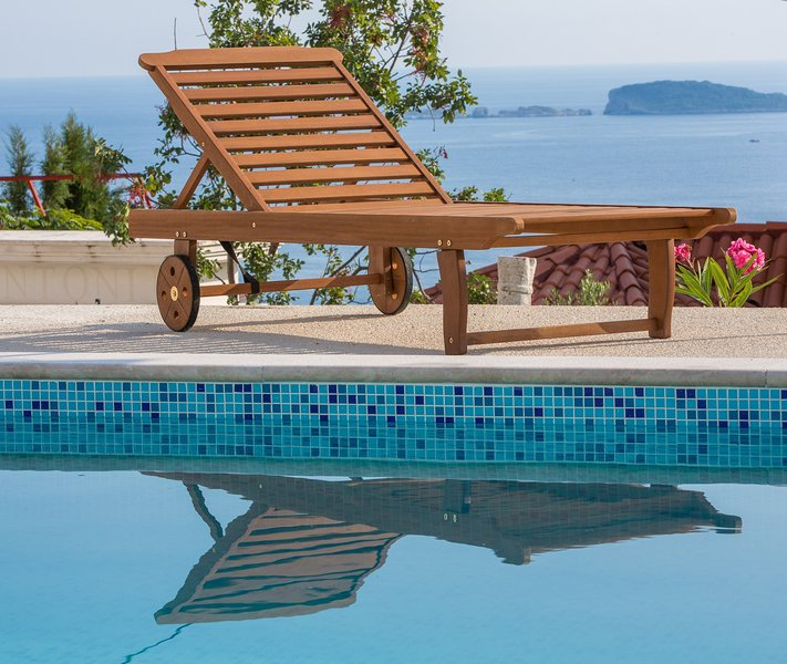 Lily´s home with pool and sea view, holiday rental in Mlini