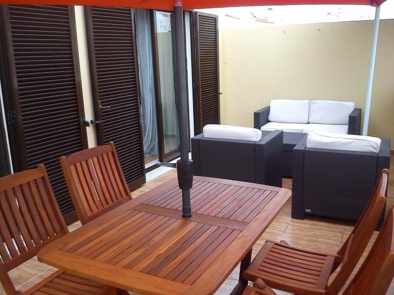 Monte Gordo Beach (Sol e Mar 2), holiday rental in Sao Bartolomeu