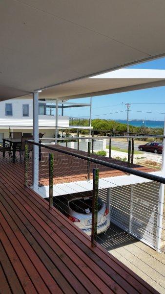 SeaValor Island View - Beachfront Balcony, alquiler vacacional en Baldivis