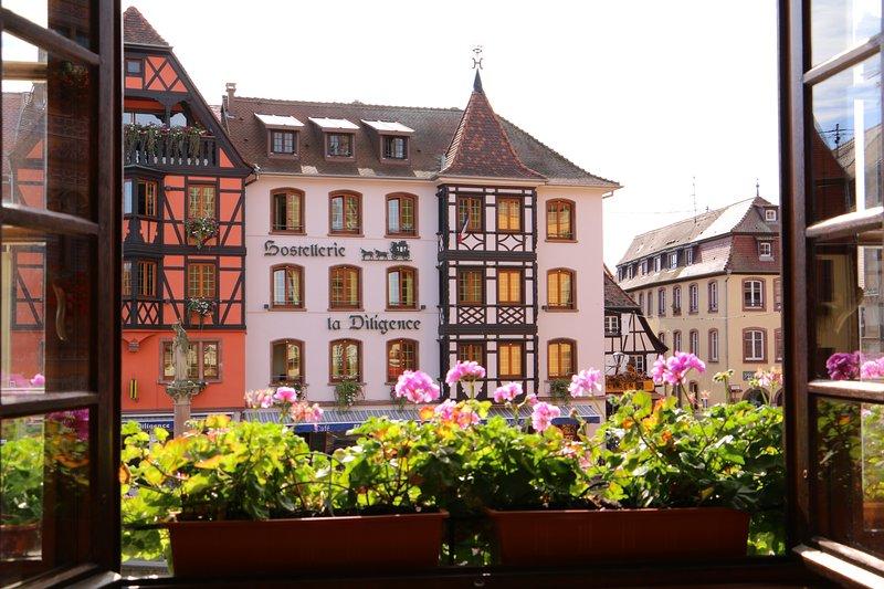 Bienvenue à Obernai ! Vue de la pièce de vie.
