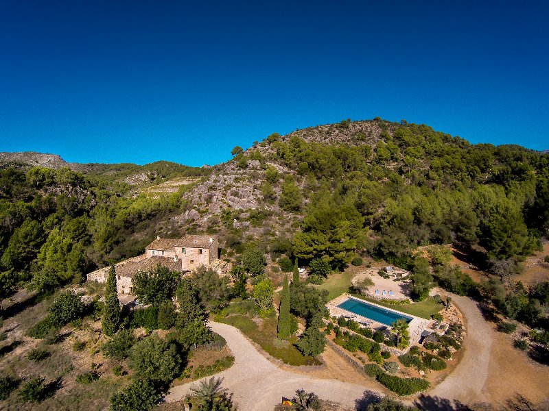 MAGNIFICENT 6BR - 6.5BA FINCA WITH STUNNING POOL JUST MINUTES TO PORT D'ANDRATX!, casa vacanza a Camp De Mar