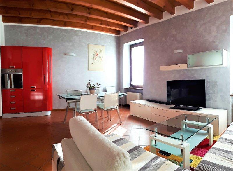 'Pacengo' trilocale superior, vacation rental in Calmasino