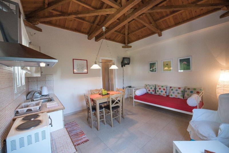Skopelos Panormos Yades Apartment FAOLA sea side, alquiler de vacaciones en Skopelos
