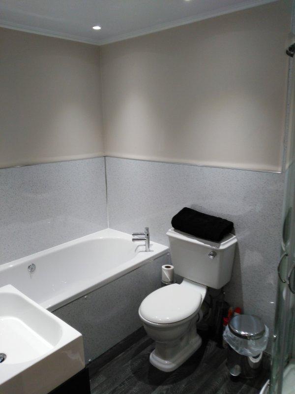 Casa de banho mostrando banho