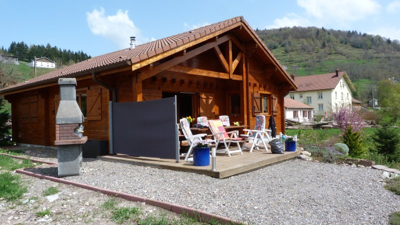 Chalet 'Notre retraite' in het zuiden van de Vogezen, holiday rental in Husseren-Wesserling