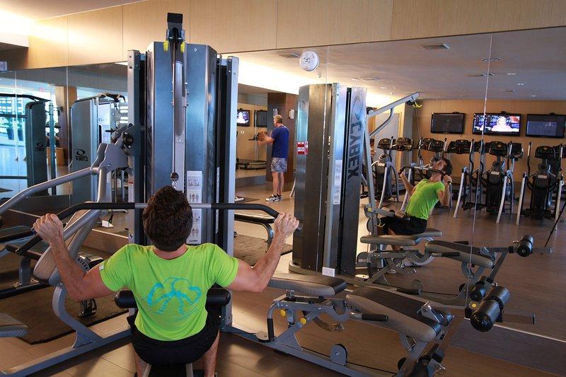 Gym au Pearl Club (payant) ou 2 gymnases dans notre immeuble sans frais