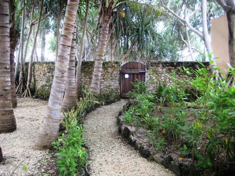 jardines tropicales completamente cerrados