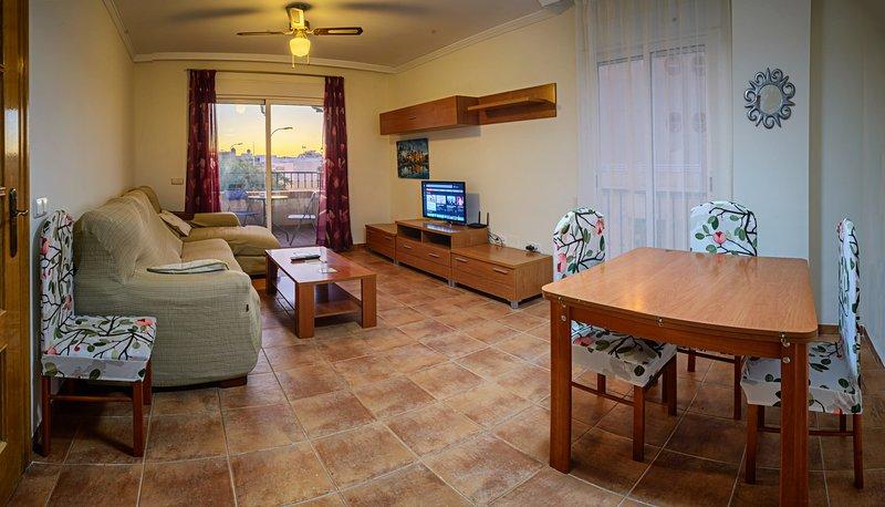 Apartamento de 3 dormitorios con piscina, cerca de la Playa y Centro Comercial, vacation rental in Roquetas de Mar