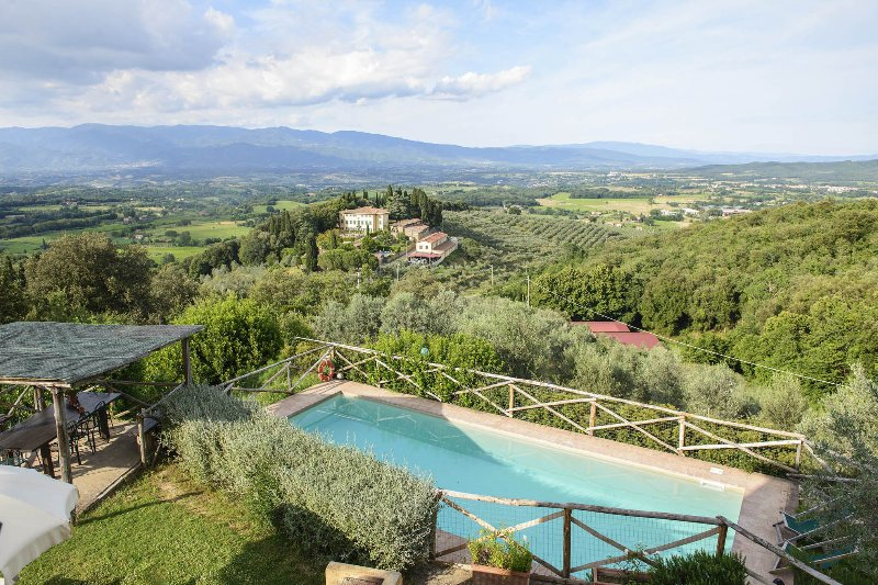 Costa Cottage, Petrolo winery. Private pool, garden and stunning Panorama, holiday rental in Mercatale Valdarno