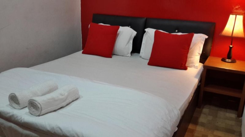 Sun Stay (None Window Room-Double-5), vacation rental in Seberang Jaya