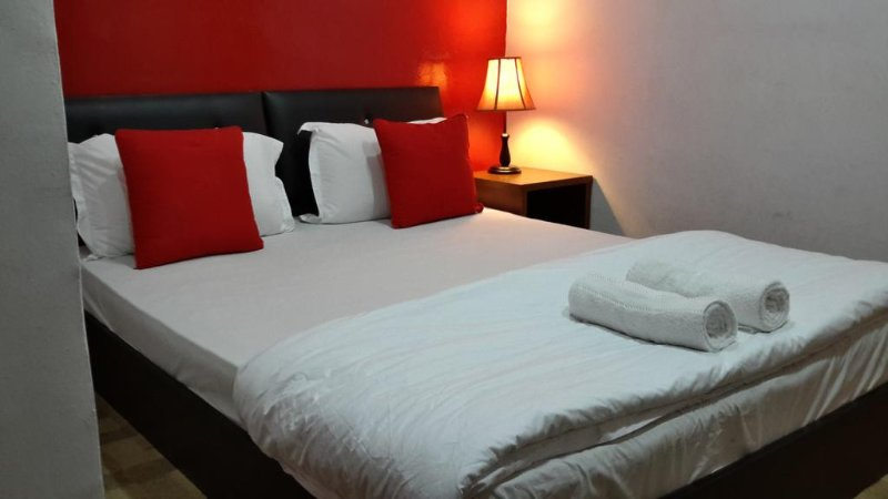 Sun Stay (None Window Room-Double-6), vacation rental in Seberang Jaya