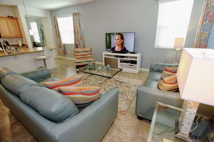 Cómoda sala de estar con TV de pantalla plana y conexión Wi-Fi gratuita - Vista # 2