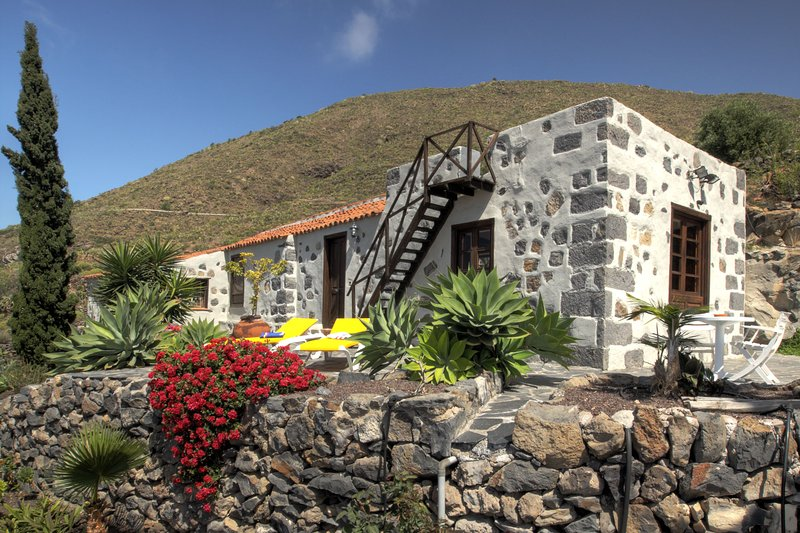 Picturesque finca for a vacation amidst idyllic mountain landscapes, holiday rental in Guia de Isora