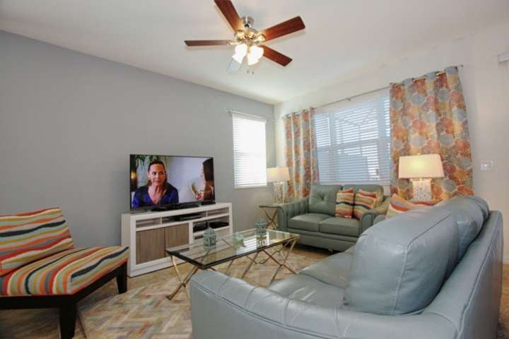 Comfortable Living Area w/ Flat Screen TV and Free Wi-Fi