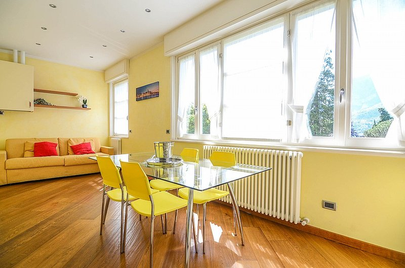Bellagio Apartment Sleeps 4 with Air Con - 5229217, holiday rental in Bellagio
