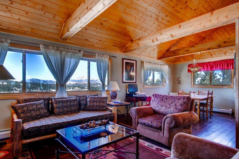 Découvrez le meilleur des Rocheuses de cette 2 chambres, 1 salle de bains location vacances cabine!