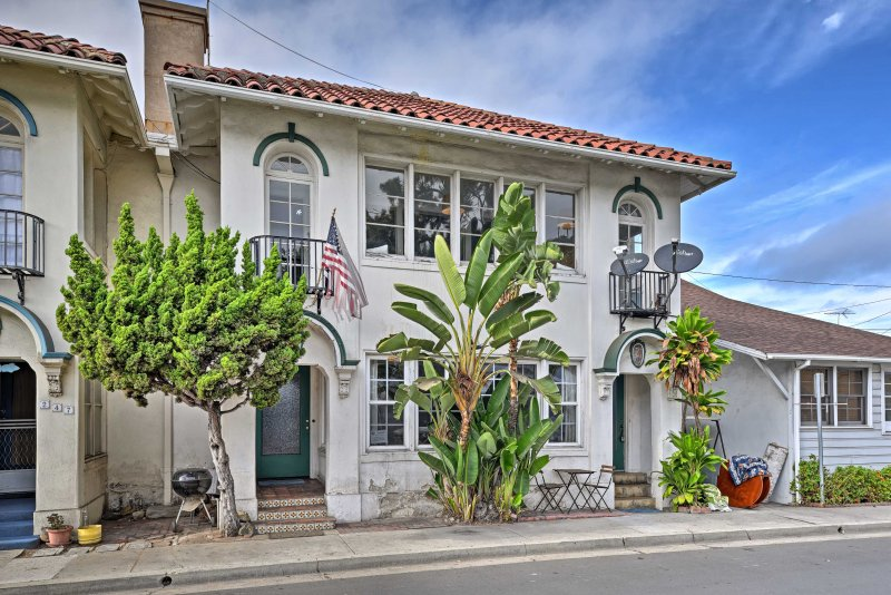 Leave all your worries behind when you book this charming 3-bedroom, 1-bath vacation rental townhome on Catalina Island, which sleeps up to 8.