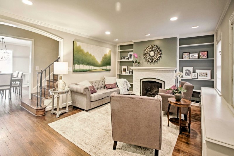 Plan a vacation to our nation's capital to stay at this 4-bedroom, 2-bathroom vacation rental townhome in Washington, DC.