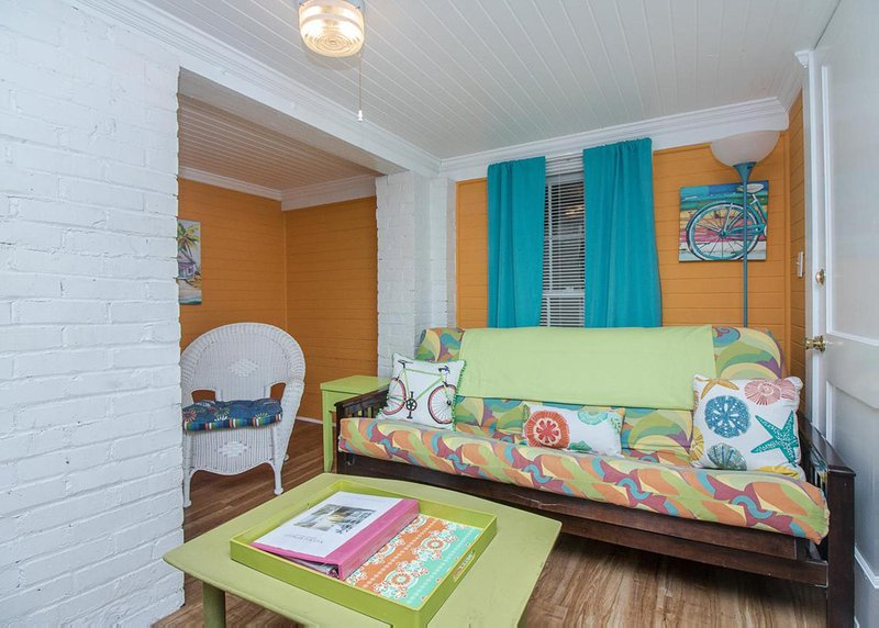 19th St. Beachside Hideaway, holiday rental in Tybee Island