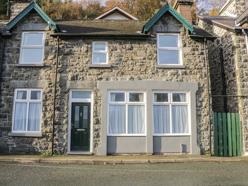 GWYNFA, period fireplace, WiFi, countryside views, Ref 939941, casa vacanza a Trefriw