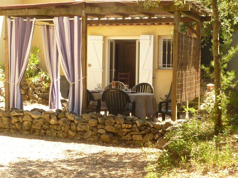 rez de jardin au bord du lac de st cassien, location de vacances à Montauroux