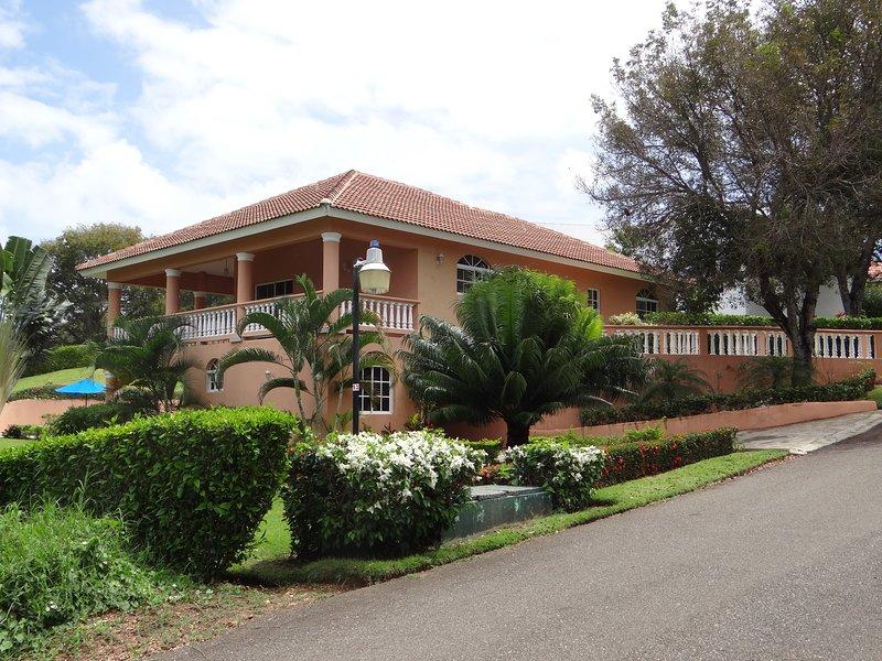 Villa 3 chambres piscine, jacuzzi, vue mer, location de vacances à Sosua