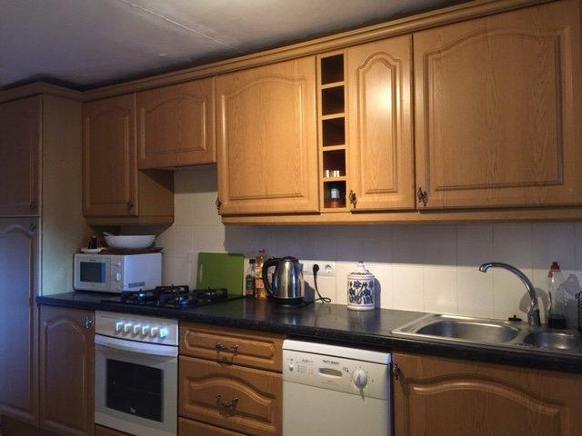Fullt utrustat modernt kök med diskmaskin och tvättmaskin
