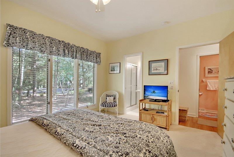 queen bedroom looking toward adjoining bath