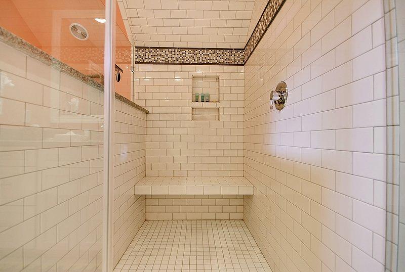 shower in upstairs bathroom adjoining queen/twins bedroom