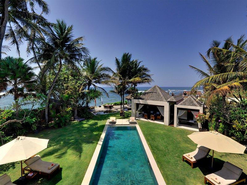 Maya - Jardín, piscina, solarium y mar
