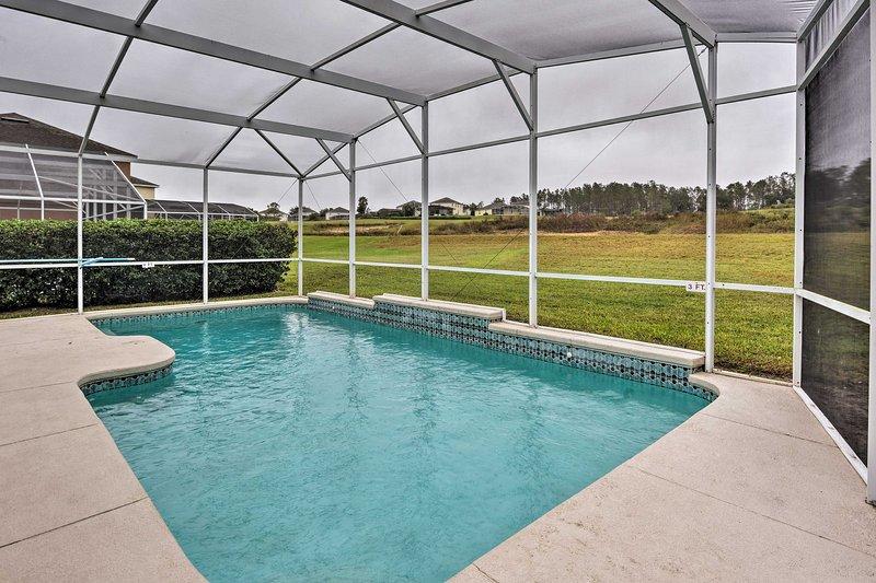 Para um relaxamento ideal e proximidade com grandes atrações de Orlando, retirar-se para este 5 quartos, 3 casa de banho casa de férias em Davenport!