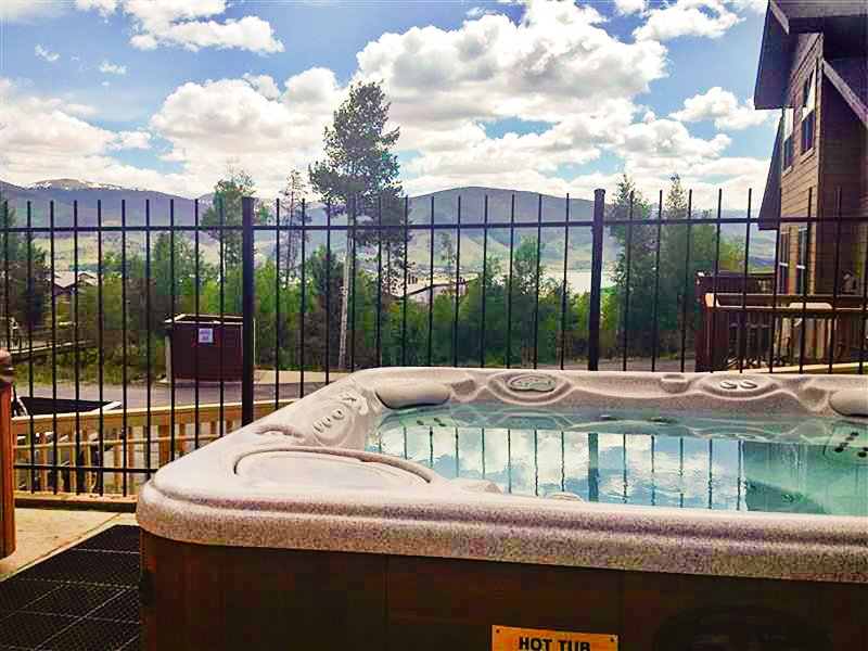 Enjoy complimentary access to the amenities including 2 marvelous hot tubs.