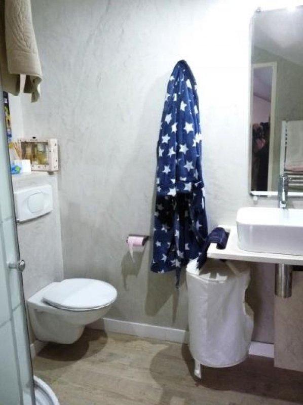Salle de bains salle d'eau avec WC