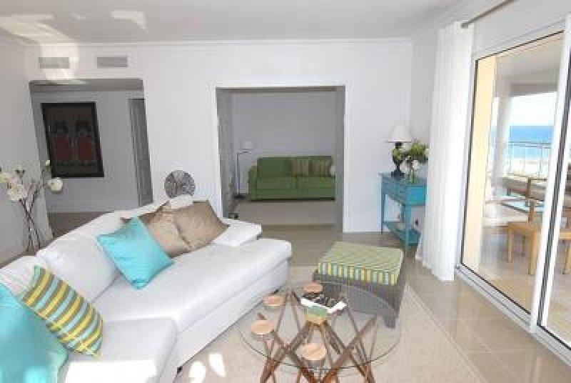 La luz y la amplia sala de estar