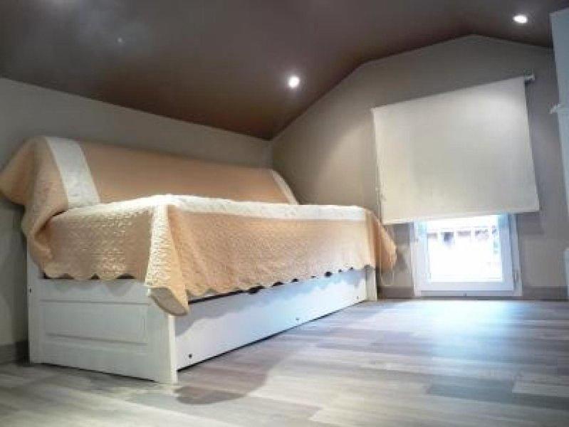 Un lit simple sur la mezzanine