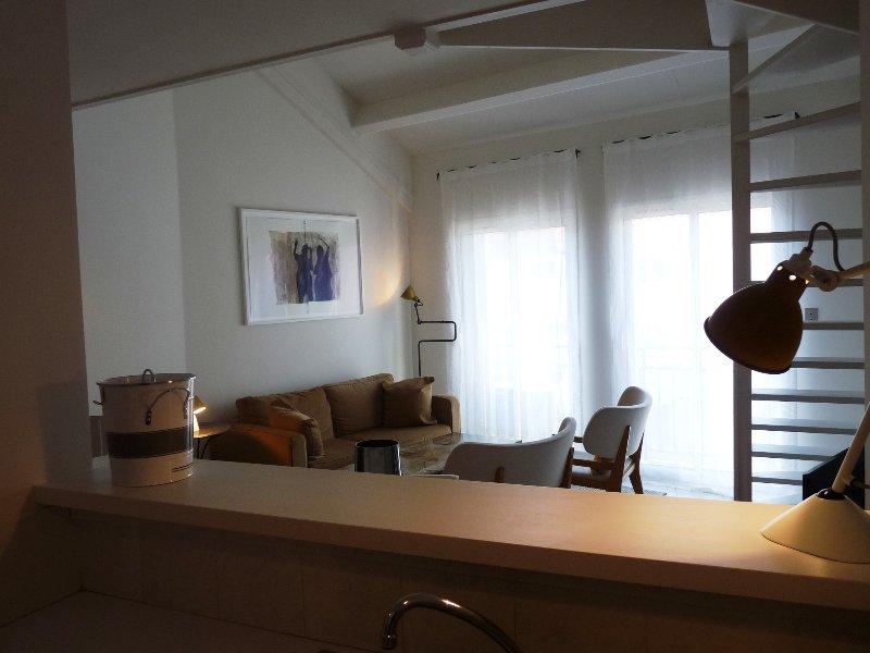 Une vue de la pièce principale de la cuisine