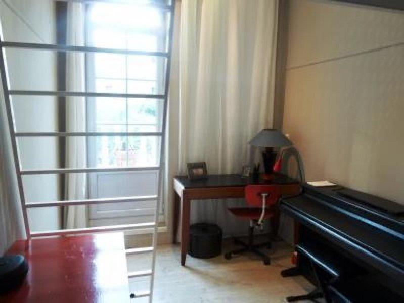 L'échelle jusqu'à la mezzanine, sur le palier de chambre