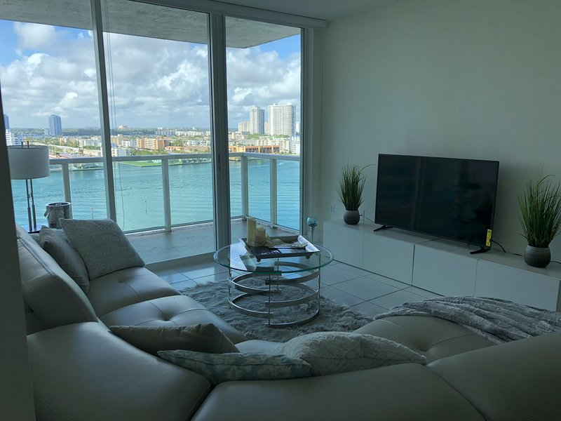 New Luxe Apartment !! Hermosos atardeceres, location de vacances à Sunny Isles Beach