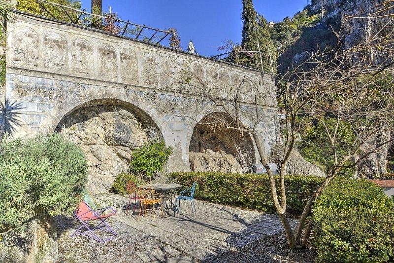 Amalfi Villa Sleeps 4 with Air Con - 5229076, holiday rental in Amalfi