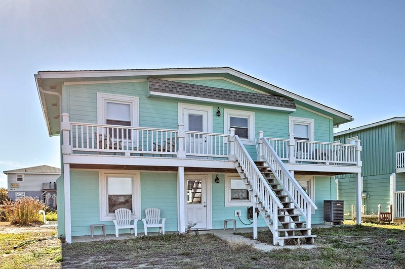 'Eye Sea Blue' Holden Beach Home - Steps to Shore!, alquiler de vacaciones en Holden Beach