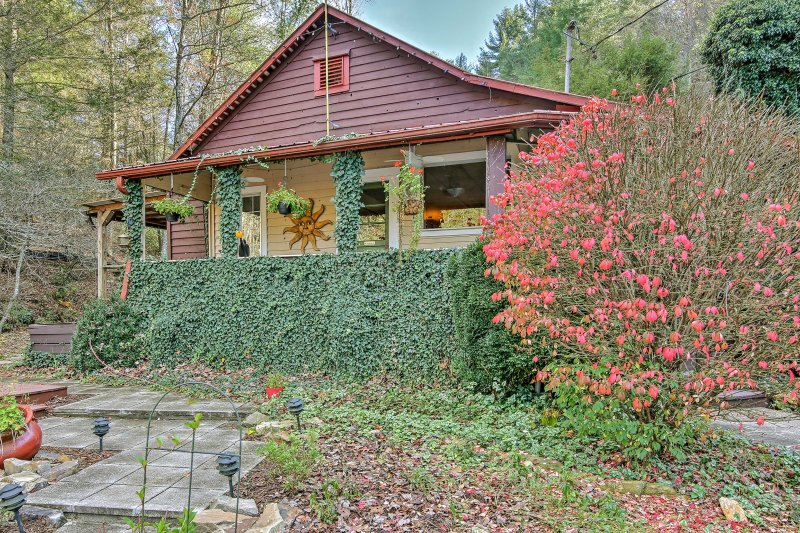 Experience the beauty of the Blue Ridge Mountains from this 3-bedroom, 1.5-bath vacation rental cottage!