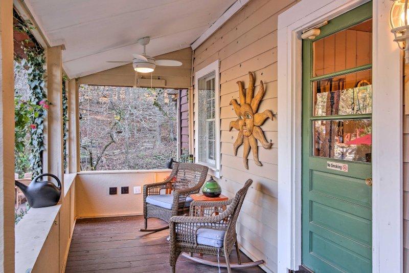 Sip je 's ochtends koffie op de veranda.