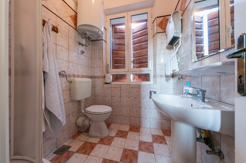 A2 Isabella (2+1): bathroom with toilet