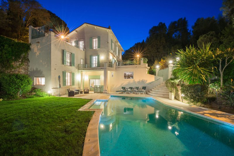 Lovely Sea View Villa, with Pool- Sleeps 10, vacation rental in Cannes