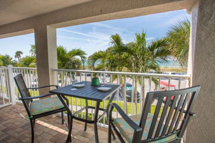 Spectacular Location on Pass-A-Grille!  Near Restaurants. Pool. Beach views. Fre, vacation rental in Tierra Verde