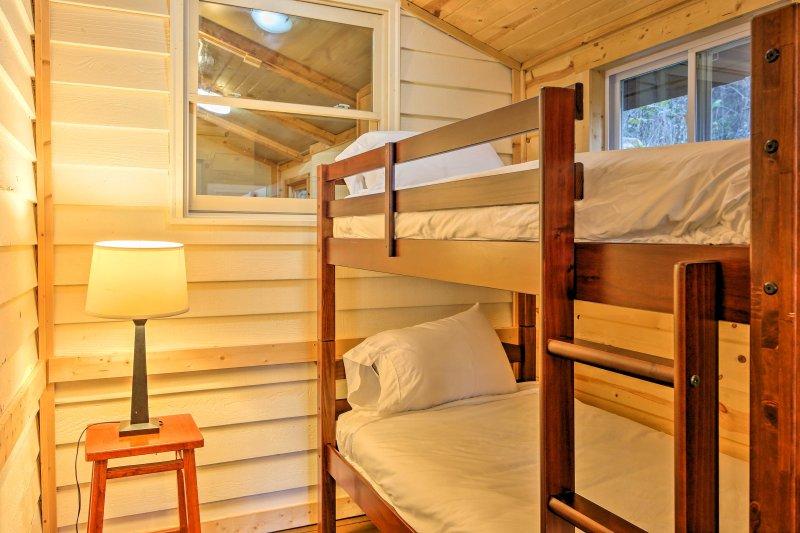 De derde slaapkamer is geweldig voor kinderen, want het heeft een twin-over-twin stapelbed!