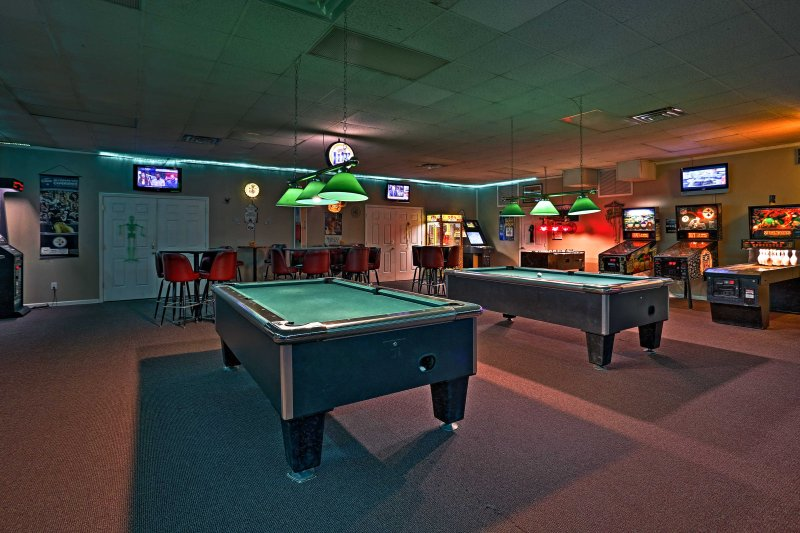 For a fun night out, check out Harry the Hat Sports Bar.