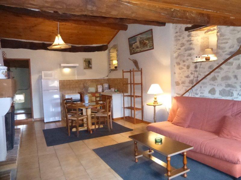 Ferme Le Grand Ubac, Ferienwohnung in Roche-Saint-Secret-Beconne