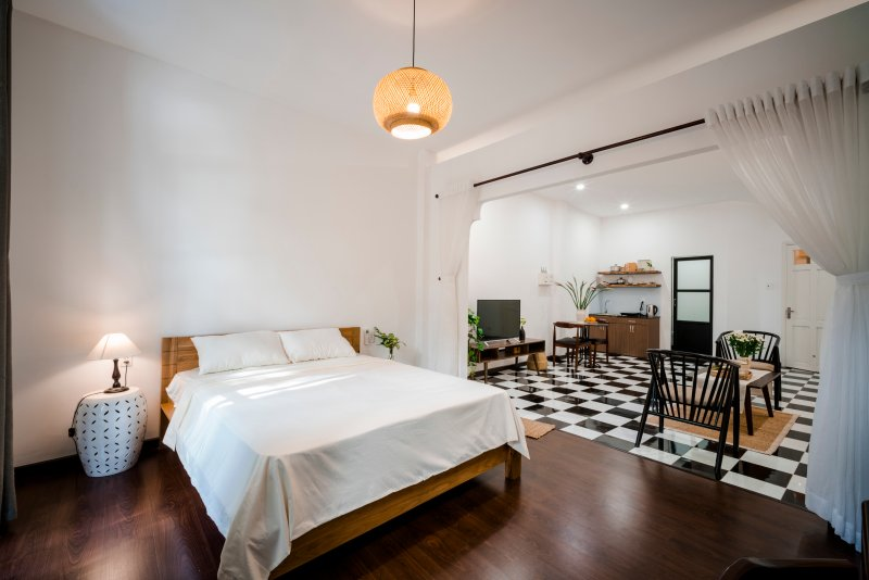 Maison31 - Indochine Studio w/ Balcony, At Ben Thanh Market, holiday rental in Ho Chi Minh City