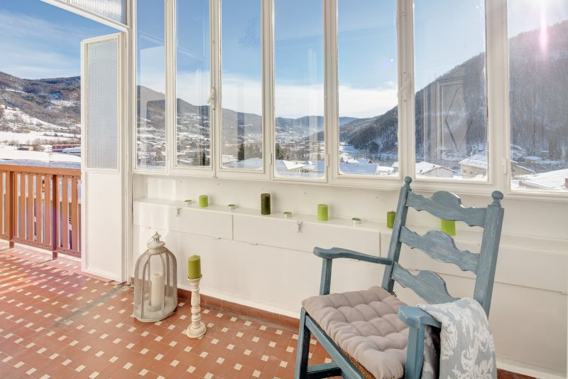 In montagna con le grottesche, holiday rental in Montoso